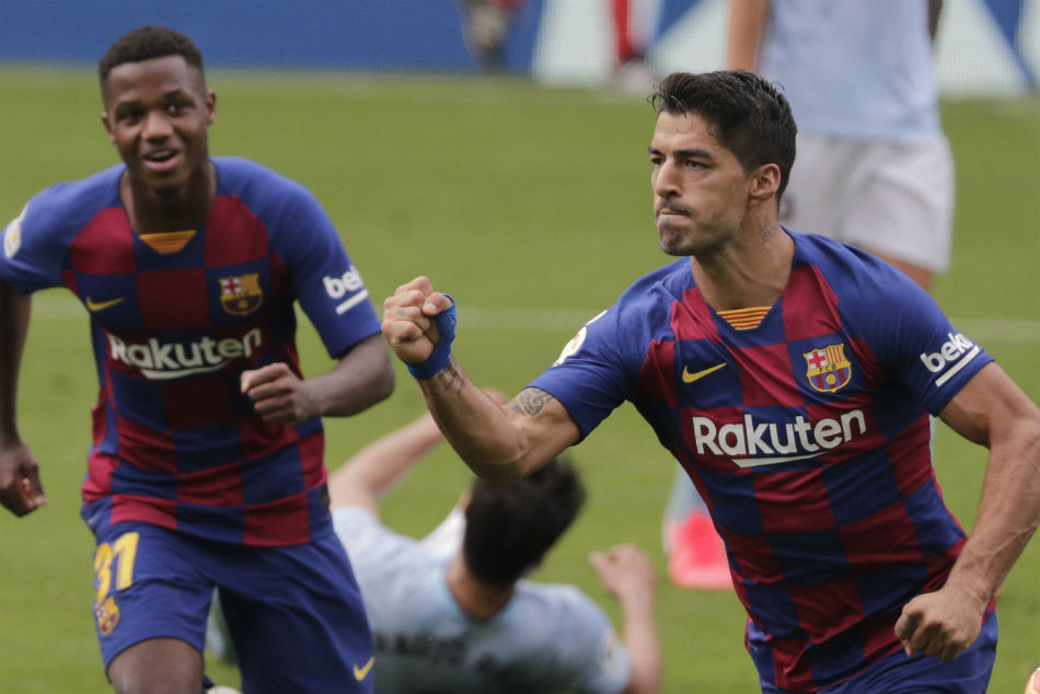 Barcelona keep La Liga title hopes alive