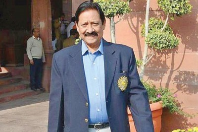 Cricketers, political class mourn dying of Chetan Chauhan