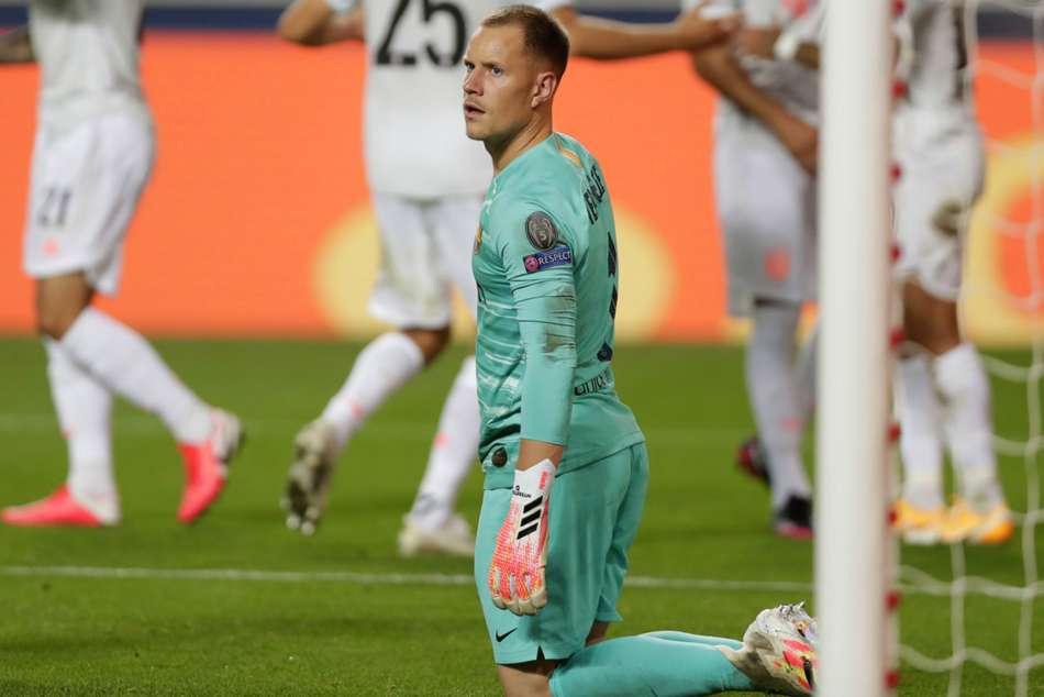 Bayern Munich's Neuer saddened to see German rival Ter Stegen concede eight goals