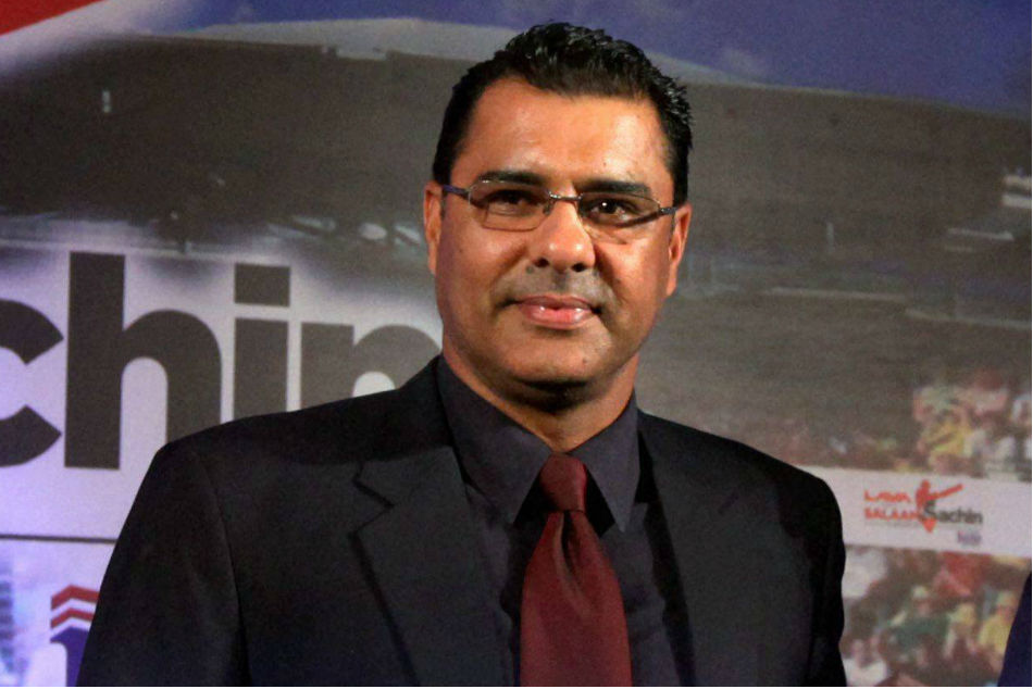 ICC ought to standardise one model of ball in Tests, says Waqar Younis