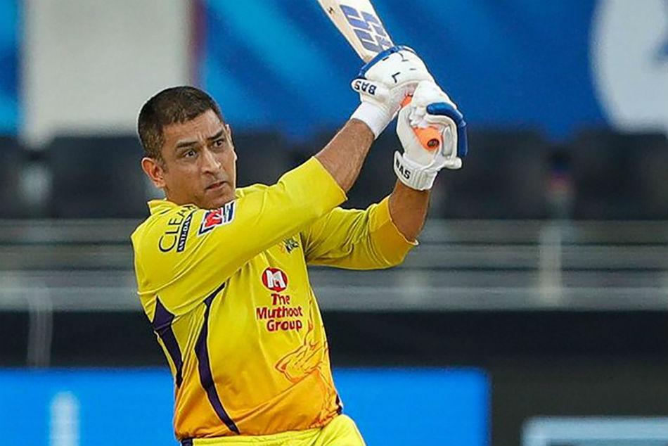 MS Dhoni blown away as fan paints his house yellow