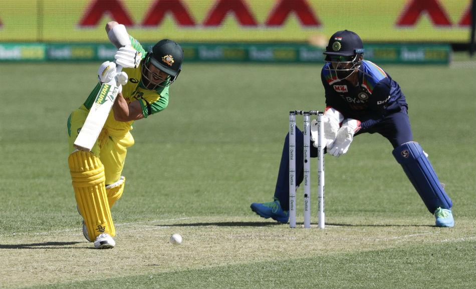 India Vs Australia 2nd Odi David Warner Suffers Injury Taken To Hospital For Scans