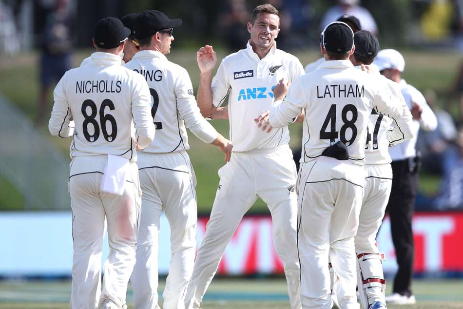 Tim Southee takes 300th Test wicket as New Zealand close in on victory
