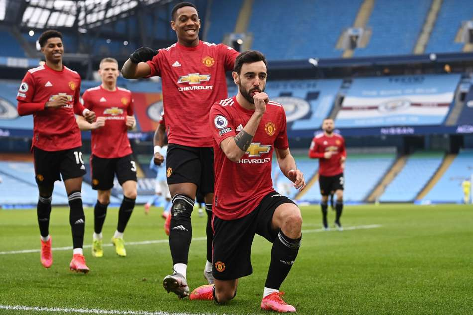 Manchester City 0-2 Manchester United: Red Devils spike league leaders' winning run