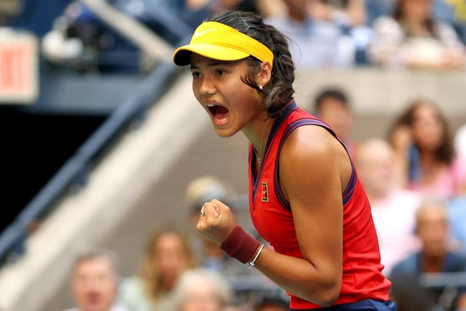 US Open: Qualifier Raducanu makes history after powering past Fernandez in pulsating final