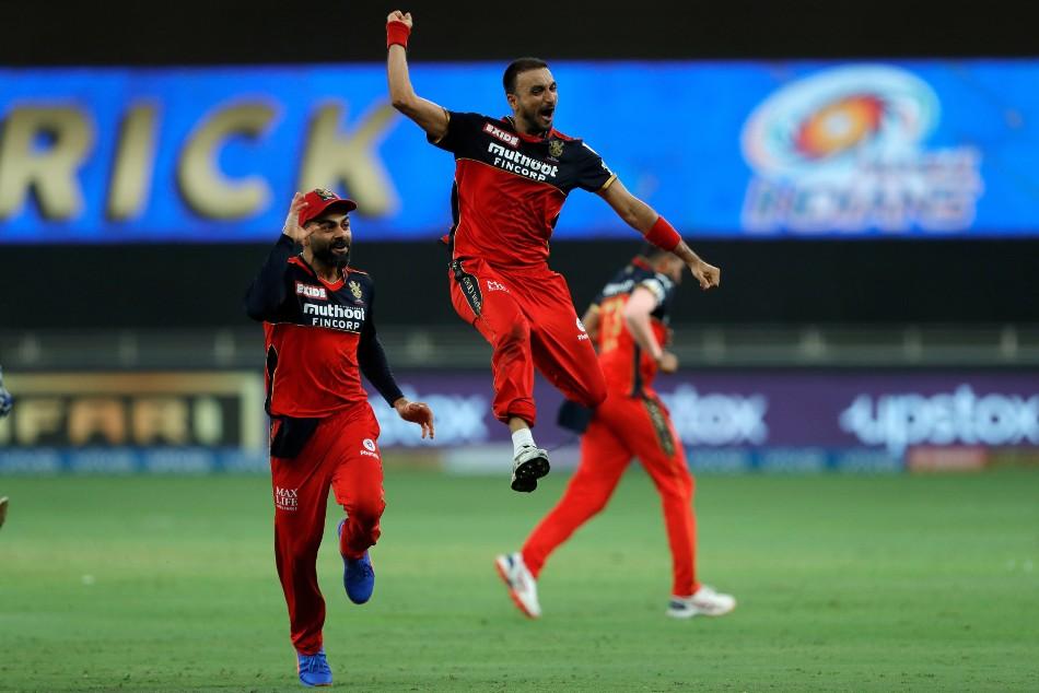 IPL 2021: RCB v MI: Harshal Patel mencetak hat-trick saat Royal Challengers Bangalore mendominasi Indian Mumbai