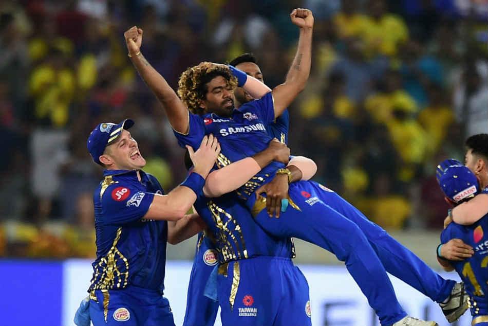 रोहित शर्मा ने लसिथ मलिंगा की प्रशंसा की क्योंकि मुंबई इंडियंस के पूर्व तेज गेंदबाज ने क्रिकेट के सभी प्रारूपों से संन्यास ले लिया