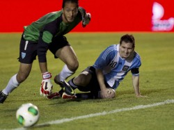Argentina Coach Waits For Injured Messi To Recover