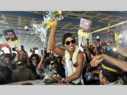 Close Shave Ronaldinho Kerala As Traffic Light Post Falls