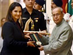 Padma Bhushan Sania Mirza Saina Nehwal Deepika Kumari Gets Padma Shri