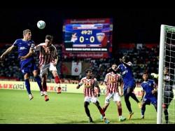 Isl Doutie Inspires Atk Hold Chennaiyin 2 2 Draw