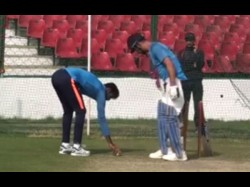 Ms Dhoni Takes Jasprit Bumrah Yorker Challenge Death Overs Batting Skills Video