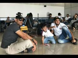 Ipl 2017 Ms Dhoni Plays With Imran Tahir S Son At Airport Rising Pune Supergiant