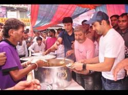 Gautam Gambhir Opens Free Community Kitchen Ek Asha Feed The Poor