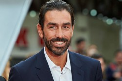 Fans Get Up Close With Arsenal Legend Robert Pires