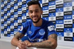 Theo Walcott Swaps Arsenal Everton