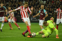 West Ham 1 Stoke City 1 Substitute Carroll Leaves Potters In Peril
