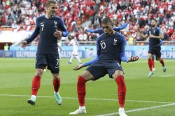 Fifa World Cup 2018 Godfather Godin Won T Give Ground Griezmann World Cup Battle
