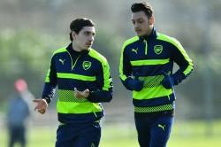 Bellerin Backs Arsenal Team Mate Ozil
