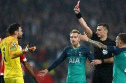 Psv 2 Tottenham 2 De Jong Snatches Draw After Lloris Red
