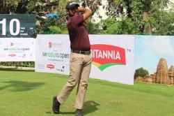 Bengaluru Open Golf Championship Trio Mukesh Kumar Honey Baisoya And Harendra Gupta Grab Lead