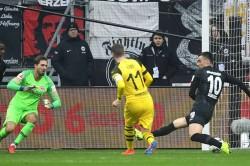 Eintracht Frankfurt 1 Borussia Dortmund 1 Favre S Men Move Seven Clear