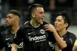 Eintracht Frankfurt 2 Benfica 0 4 4 Agg Hutters Men Through On Away Goals After Controversial Opener