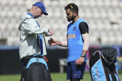Icc World Cup 2019 Virat Kohli Hurts His Thumb During Practice Session