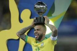 Dani Alves Ready To Take Pay Cut To Join Arsenal