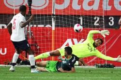 Origi Scores Again Fernandes Shines As Sporting Hold Liverpool