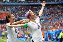 Usa 2 Netherlands 0 Rapinoe Scores From The Spot As Champions Defend Their Title