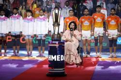Pro Kabaddi League 2019 Para Olympian Deepa Malik Visits Pkl Sings National Anthem