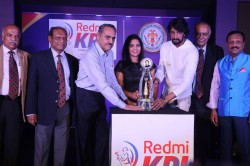 Kpl 2019 Bs Chandrasekhar Veda Krishnamurthy Unveil Karnata Premier League Trophy
