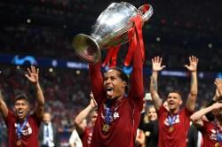 Virgil Van Dijk Uefa Award For Liverpool Jurgen Klopp
