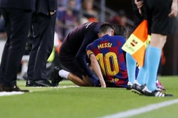 La Liga Messi Limps Off As Barcelona Edge Villarreal