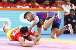 Pkl 2019 Naveen Kumar Stars For Dabang Delhi As They Beat Gujarat Fortunegiants
