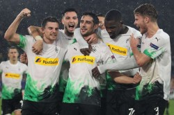 Gladbach Revel In Roma Misfortune After Controversial Late Leveller