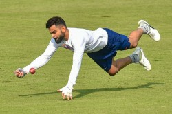 Virat Kohli Plays Gully Cricket With Kids