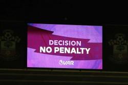 Arsene Wenger Backs Var Premier League Referees Should Use Monitors