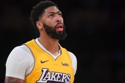 Anthony Davis Leads Los Angeles Lakers Salutes Lebron James Nba New Orleans Pelicans