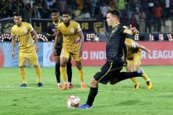 Isl Hyderabad Peg Mumbai Back With Late Penalty