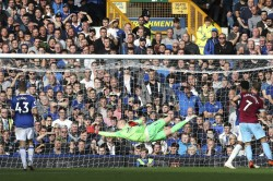 Three Goalkeepers Everton Should Look For