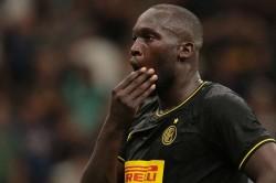 Romelu Lukaku Inter Response Racism Players Hands