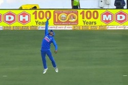 India Vs Australia Manish Pandey Takes A Stunning One Handed Catch To Dismiss David Warner