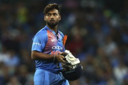 India Vs Australia 1st Odi Pant Suffers Concussion Rahul Keeps Wickets In His Absence
