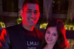 Ms Dhoni Wife Sakshi Dhoni Shares An Adorable Pic With Her Man Caption Wins Heart On Internet