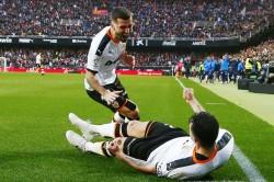 La Liga Barcelona Beaten By Valencia In Early Blow For Setien