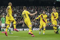 La Liga Barcelona Beat Real Betis To Keep Pace With Real Madrid