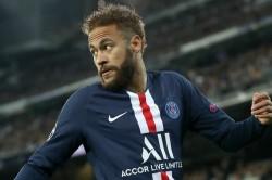 Neymar Injured Rib Stays In Paris Psg Dijon Coupe De France