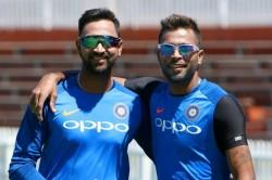 Hardik Pandya Plays Indoor Cricket With Brother Krunal Pandya Due To Coronavirus Outbreak